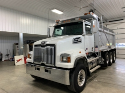 Pre-Owned 2016 WESTERN STAR 4700